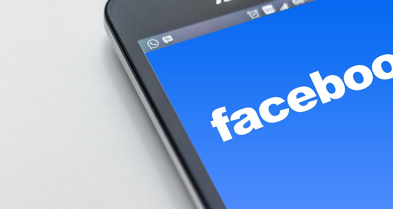 Marketing aziendale, come scegliere tra social media ed SMS Marketing?